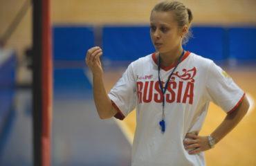 тренер Ольга Клепикова на тренировке в Тринте
